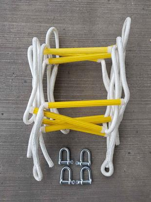 990012A Rope ladder kit Two ladders   4 D shackles. 3.7m total length when attached.